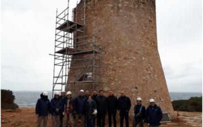 Treballadors del SOIB VISIBLES formen part de l'equip de restauració de les torres de defensa costaneres del Consell de Mallorca