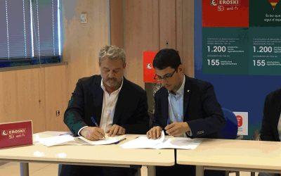 El Govern i la cooperativa Eroski firmen un acord per afavorir la contractació de persones majors de 45 anys, en situació d'atur de llarga durada