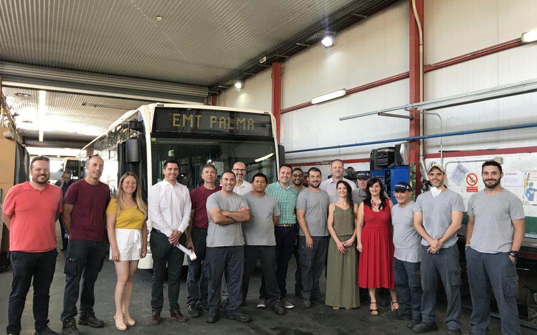 """10 alumnes-treballadors de """"Palma Xapa i Mecànica IV"""" reparen i posen a punt els vehicles de la Policia Local i l'EMT gràcies al programa SOIB 30 Formació i Ocupació"""