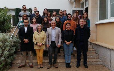 35 jóvenes cualificados finalizan el contrato de trabajo de un año en el Consell de Mallorca